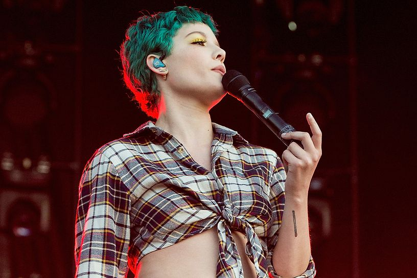 halsey-at-2016-bonnaroo-music-arts-festival-day-2