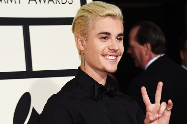 justin-bieber-grammy-2016-red-carpet-billbaord-650