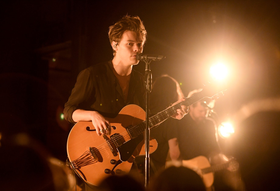 BROOKLYN, NY - MAY 08:  Harry Styles performs on stage at the iHeartRadio Album Release Party on May 8, 2017 at Rough Trade NYC in Brooklyn, New York  (Photo by Dimitrios Kambouris/Getty Images for iHeart Media)