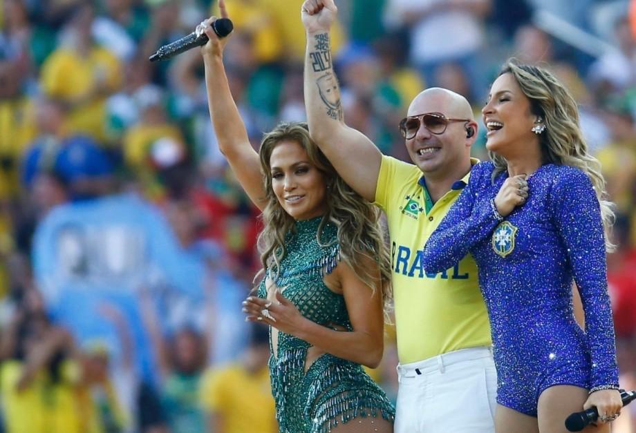 12jun2014---claudia-leitte-jennifer-lopez-e-rapper-pitbull-encerram-participacao-na-cerimonia-de-abertura-da-copa-do-mundo-1402602149473_1920x1080